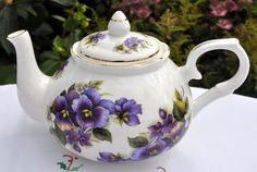 I love teapots and this is just lovely.