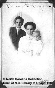Thomas Wolfe con su madre, Julia Elizabeth Westall Wolfe. http://ciudaddelibros.com/autores/Thomas+Wolfe