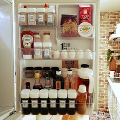 hina-hinaさんの、冷蔵庫の扉,100均マニア,スパイスボトル♡セリア,ドレッシングボトル♡セリア,コストコのハニーバター,コンテスト参加❤️,KALDI,調味料ラベル,白が好き❤,TOSHIBA冷蔵庫,セリア,冷蔵庫収納,冷蔵庫,キッチン,のお部屋写真