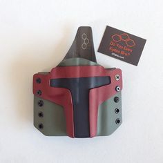 An awesome custom creation by OTG Holsters: If you know Star Wars you should recognize that as Boba Fett's helmet. The holster was custom made for shooter and Star Wars nerd Nikki Raye's Glock. Kydex Holster, Leather Holster, Tac Gear, Kydex Sheath, Star Wars Boba Fett, Tactical Gear, Airsoft Gear, Guns And Ammo, Firearms