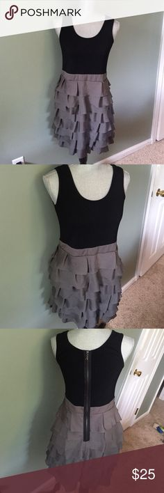 Forever 21 dress Adorable summer dress. Ruffled bottom and comfy black top. Zippers in back. No flaws Forever 21 Dresses Midi