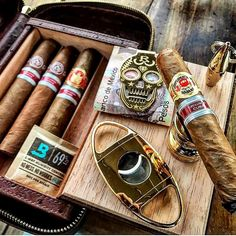 Good Cigars, Cigars And Whiskey, Zigarren Lounges, Cigar Art, Cigar Club, Cigar Cases, Cigar Humidor, Cigar Accessories, Cigar Room