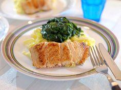Tagliatelle met spinazie, roomkaas en gebakken zalm Pesto
