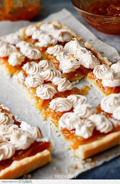 Wielkanocna tarta z pomarańczami i bezą // Orange & Meringue Easter Tart Sweet Pie, Sweet Tarts, Easy Impressive Dessert, Just Desserts, Dessert Recipes, Polish Recipes, Polish Food, Dessert For Two, Food Cakes