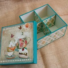 No hay descripción de la foto disponible. Altered Boxes, Decoupage Wood, Decoupage Ideas, Diy Gift Box, Tea Box, Painted Boxes, Country Art, Fabric Jewelry, Christmas Decoration Crafts