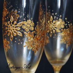 Toasting Flutes, Champagne Flutes, Hand Painted Wine Glasses, Wedding Glasses, Beer Mugs, Christmas Wedding, Glass Art, Decoupage, Wedding Ideas