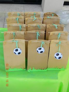 Children's party with soccer theme - Decoration and Fashion Soccer Birthday Parties, Football Birthday, Soccer Party, Sports Party, Birthday Party Themes, Party Fiesta, Football Themes, Baby Party, Childrens Party