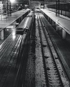 Немного геометрии  #kievday #kiev_ig #kievgo #thekievblog #kievpics #vscokiev #foto_ukraine #kievblog #kyivgram #bw # #поезд #trains #trainstation #паровоз #ukrainemy #locomotive #kievonline #typical_ua #bwstyleoftheday #bw_society #ukraine_my #bw_photooftheday #bw_lover #bw_crew #bw #bnw_society #вокзал #blackandwhite #myukraine