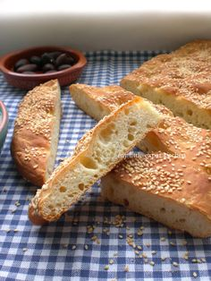 Tomorrow is Kathari Deftera, which means Clean Monday (you may know it as Ash Monday), and it is the first day of the Orthodox Lent. Cooking Challenge, Greek Cooking, Daniel Fast, Vegan Treats, Bread Rolls, Greek Recipes, Sweet Desserts, Bakery, Cooking Recipes