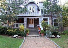 Large Vineyard Classic Home Close to Town and Beach! in Oak Bluffs