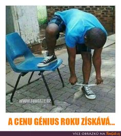 A cenu génius roku získává... Good Humor, Good Jokes, Funny Jokes, Activity Games, Haha, Funny Pictures, Cool Stuff, Memes, Quote
