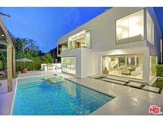 1590 Benedict Canyon Drive Beverly Hills, CA 90210