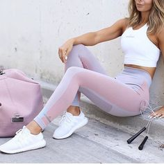 Fitness Outfits For Women : This workout outfit tho… When it comes to fit fashion I'm all about the monoch… – Fitness Magazine Sport Fashion, Look Fashion, Fitness Fashion, Fitness Outfits, Fitness Gear, Gym Fashion, Pink Fitness, Fitness Apparel, Fashion Outfits