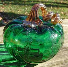 BUSTER/TRISH DYER 2005 GREEN ART GLASS PUMPKIN