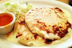 Comida tipica Salvadoreña, Pupusas de Queso con Loroco.