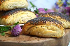Tebirkes - Danska vallmobröd Danish Food, Our Daily Bread, Baking Recipes, Brunch, Victoria, Sweets, Cooking, Desserts, Denmark