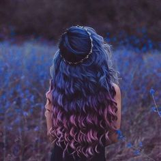 Dark Blue to Purple Ombre Hair Hair 25 Amazing Blue and Purple Hair Looks Hair Dye Colors, Cool Hair Color, Hair Styles With Color, Curly Hair Colours, Hair Goals Color, Ombre Hair Color, Coloured Hair, Dye My Hair, Curly Hair Dye