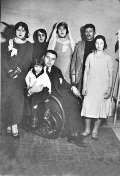 1936 ANNEM AKRABA DÜĞÜNÜNDEN.   Tahire özel aile arşivi ve adına yeniden albüme yüklenmiştir.