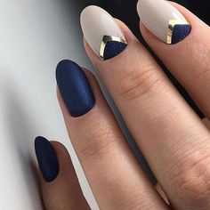 Minimal Nail Art Design Blue How to use nail polish? Nail polish on your own friend's nails looks perfect, nevertheless y Navy Nails, Red Nails, Hair And Nails, Blue Matte Nails, Metallic Nails, Matte Gold, White Nails, Gorgeous Nails, Pretty Nails