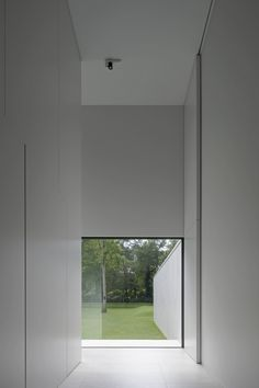 Double height pivoting door inside the DM Residence by CUBYC architects. Photo by koen van Damme.