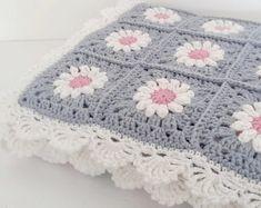 Crochet blanket, knitted blanket by ByWhiteSea Crochet Flower Squares, Crochet Granny Square Afghan, Crochet Daisy, Manta Crochet, Granny Square Crochet Pattern, Square Blanket, Crochet Motif, Granny Granny, Crochet Cushions