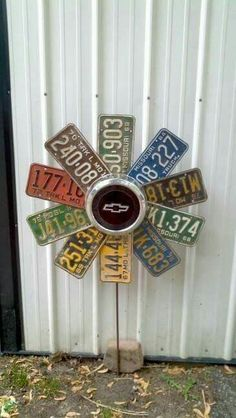 Reuse And Recycle Old Automobile Parts With A Smart Touch 2019 Old license plates and hub cap flower The post Reuse And Recycle Old Automobile Parts With A Smart Touch 2019 appeared first on Metal Diy. License Plate Crafts, Old License Plates, License Plate Art, License Plate Ideas, Upcycled Crafts, Recycled Art, Diy Crafts, Repurposed, Upcycled Garden