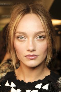 Défilé Bottega Veneta. fashion show, beauty, look, make up, trends, inspiration, face, lips, eyes