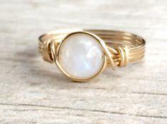 Moonstone alambre envuelto anillo anillo de por BlueSoulDesigns