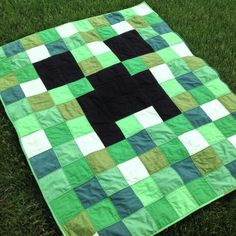 Minecraft Quilt If I ever learn how to quilt, these would be great for the boys. Minecraft Room, Minecraft Stuff, Minecraft Crafts, Minecraft Pattern, Minecraft Furniture, Minecraft Skins, Minecraft Buildings, Quilting Projects, Cool Ideas