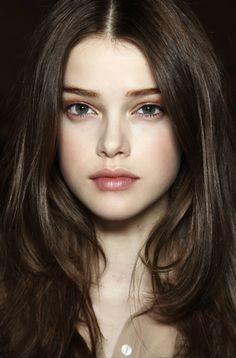 beautiful, natural makeup - style | beauty & makeup - simple - pretty - pale skin - dark hair - idea - fresh - ideas - inspiration
