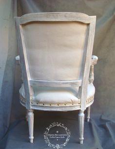 Esta silla con apoyabrazos o butacón, debía ser renovada totalmente no solo en el color sino también en su tapizado. La elección de los materiales fue teniendo en cuenta los gustos de Anina además…