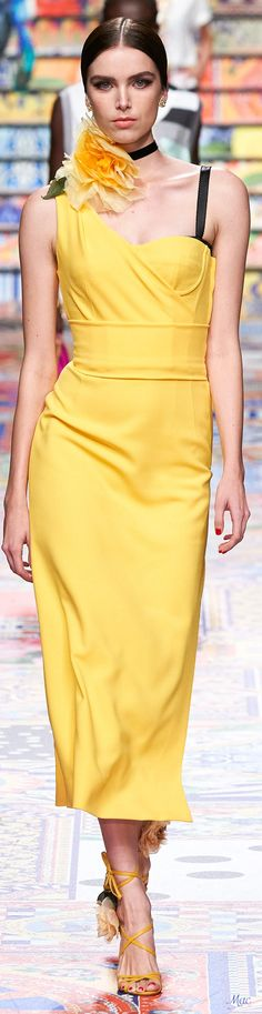 Moda Fashion, Womens Fashion, High Fashion Dresses, Italian Fashion Designers, Mellow Yellow, Bright Yellow, Yellow Fashion, Party Fashion, Fashion 2020