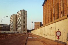 Berlin Wall at the Kreuzberg Lindenstrasse Berlin Wall »LUMABYTES.com