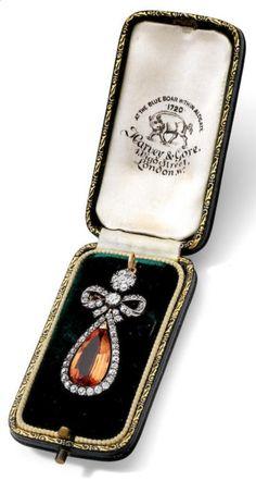 A Victorian topaz and diamond brooch/pendant, last quarter of the 19th century…