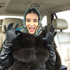 Gloves Fashion, Fur Fashion, Elegant Gloves, Head Scarf Tying, Long Gloves, Women's Gloves, Black Leather Gloves, Scarf Styles, Latex