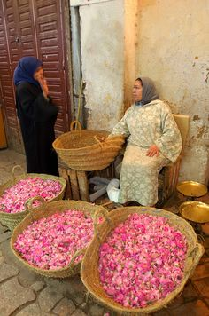 Meknes.Souq,Dryed Rose Flower Seller
