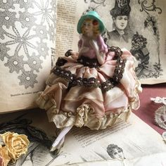 Half Dolls, Pin Cushions, Projects To Try, Porcelain, Statue, Sewing Dolls, Ceramic Pottery, Sculptures, Porcelain Ceramics