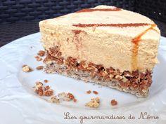 Entremet mousse dulcey, croustillant pralinoise , génoise noisette, décor noisettes caramélisées
