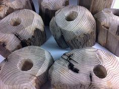Made your own candlesticks out of driftwood. ++ More information at Bæredygtigt Design website ! Idea sent by Mette Jørgensen !…