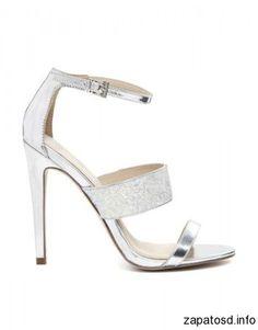 Zapatillas plateadas para vestido de fiesta http://zapatosd.info/zapatillas-plateadas-para-vestido-de-fiesta/ #shoes #heels #tacones #zapatos #party