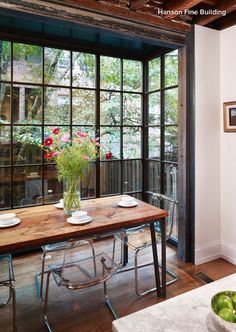 Love love love steel windows and doors. For Dinner With a View: Floor-To-Ceiling Bay Windows Dining Room Inspiration Beautiful though clear chairs are not flattering to anyone's tush Dining Corner, Dining Area, Dining Table, Ikea Dining, Communal Table, Slab Table, Diy Table, Floor To Ceiling Windows, Windows And Doors