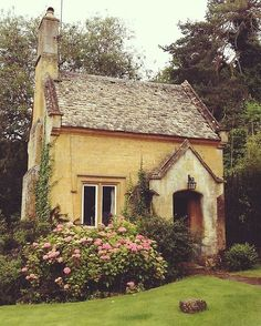 Ahh, but to live in a cottage with Nature as your neighbor and the garden as your friend...elsa doucette