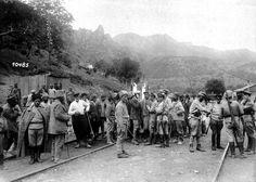 En el Cáucaso. Personas en una estación de tren. 1918. Foto gentileza Sr Manuel Gimenez Puig