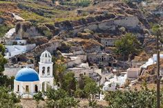 Vothonas Santorini Private Guided Tour Vothonas is the most interesting village of Santorini island. It is located at the southeast of the capital of Santorini and is only 6 kilometers far from Fira and it is next to Mesaria. It is an agricultural village where the houses are build over the sides of the cleavage …
