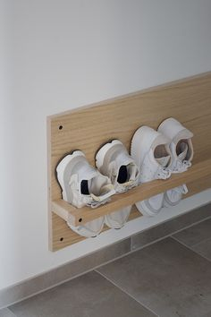 Schuhregal 9 Likes - Discover the picture from antje.maja on COUCH for 'Our self-made shoe rack. Diy Shoe Storage, Shoe Storage In Hallway, Diy Shoe Organizer, Shoe Shelf Diy, Diy Casa, Home Hacks, Diy Crafts To Sell, Home Organization, Organizing