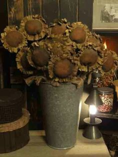 Sunflowers in an old bucket - not dollies but a lovely primitive display Primitive Homes, Primitive Fall, Primitive Antiques, Primitive Crafts, Country Primitive, Primitive Patterns, Primitive Christmas, Fall Halloween, Halloween Crafts