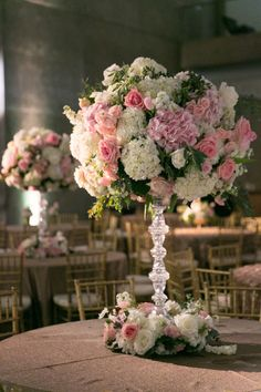 These gorgeous centerpieces from Tami Winn Events caught our attention! We love the gold, blush, champagne and ivory hues! Tracy Autem Photography #bridesofnorthtx #centerpieces