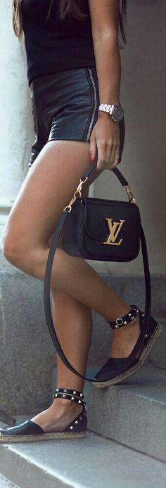 Shorts: VINTAGE, Sunglasses: STELLA MCCARTNEY, Shoes: ASH, Bag: LOUIS VUITTON / Fashion by Johanna Olsson
