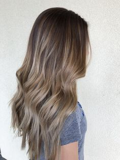 Bronde balayage hair in Balayage Bronde, Brown Hair Balayage, Brown Blonde Hair, Balayage Brunette, Light Brown Hair, Gray Hair, Blonde Honey, Bronde Hair, Lilac Hair