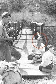Santos são pessoas reais que praticam as virtudes heroicas. Este é São João Paulo II je.